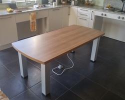 Table de cuisine réglable en hauteur électrique